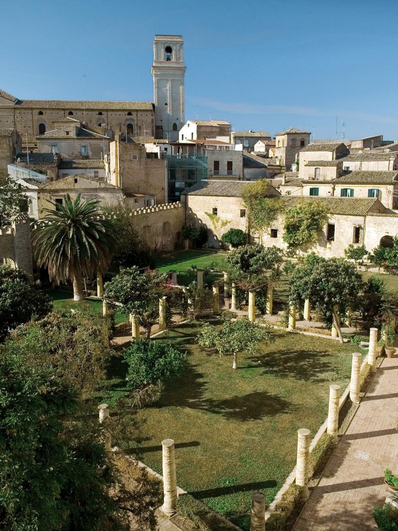 Palazzo d avalos riaperti i giardini di palazzo d avalos il nuovo online - I giardini di palazzo rucellai ...