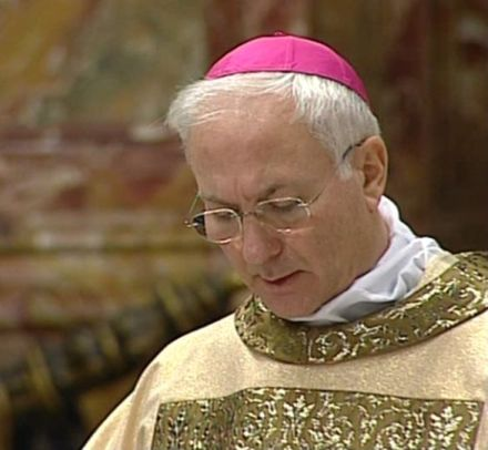 S.E. Piero Marini ha avuto il privilegio di stare accanto a Giovanni Paolo II per diciotto anni come suo Maestro delle Celebrazioni liturgiche pontificie. - Marini_Piero