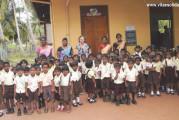 I membri dell'ass. Vita e solidarietà onlus hanno fatto visita ai bimbi adottati in Sri Lanka