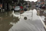 Maltempo: emergenza Abruzzo, a Pescara esonda il fiume. Al buio in 80mila