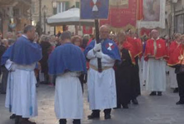 Si è rinnovato il rito della processione della Sacra Spina