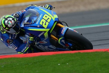 MotoGp, Andrea Iannone cade sul finale