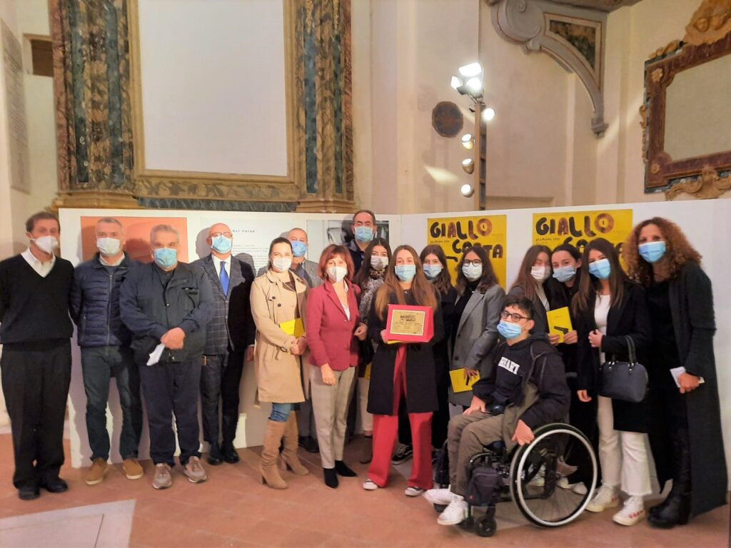La scrittrice vastese Amelia Di Corso premiata a Giallocarta 2020 con il libro